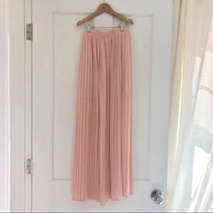 Forever 21 blush pleated maxi skirt small